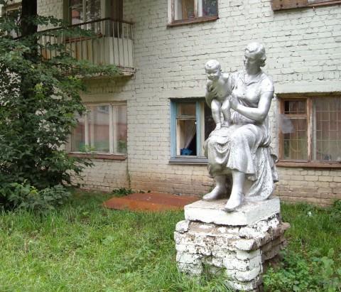 Памятник маме