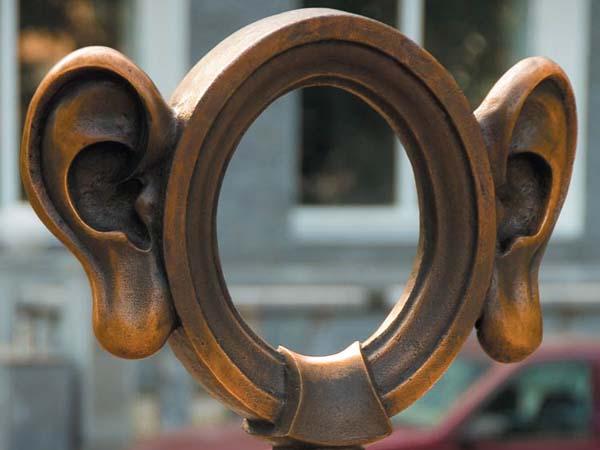 Памятник уху