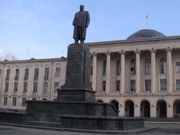 Памятник Сталину - Гори