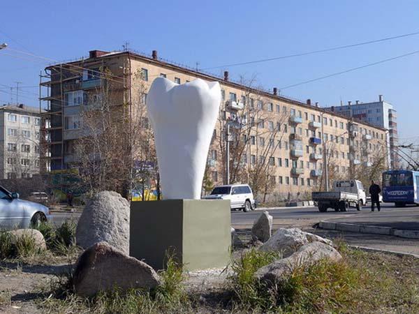 Памятник зубу - Чита