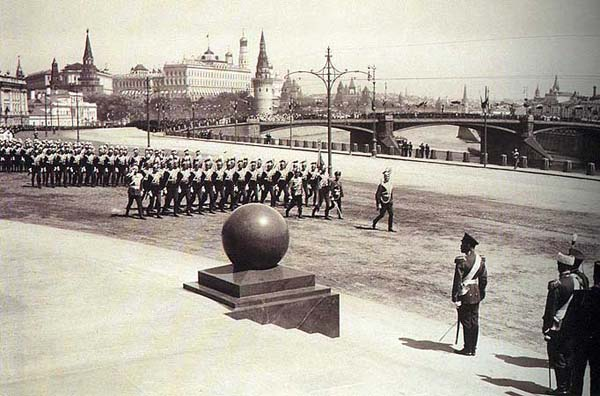 Памятник Александру 3 - Москва (парад во время открытия)