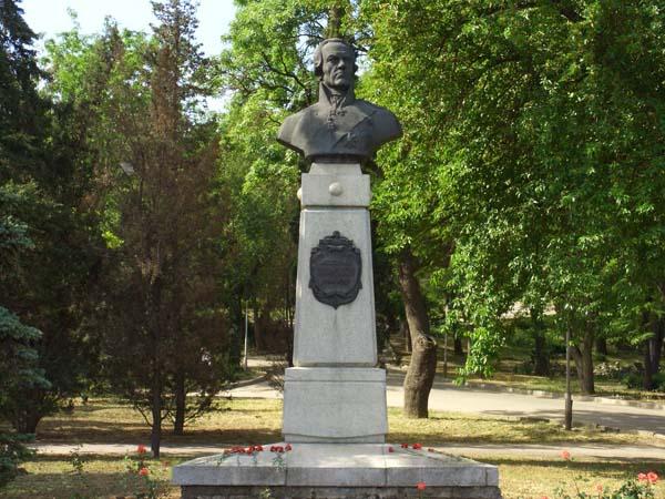 Памятник Ушакову Ф.Ф.