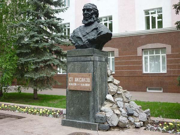 Памятник Аксакову в Уфе