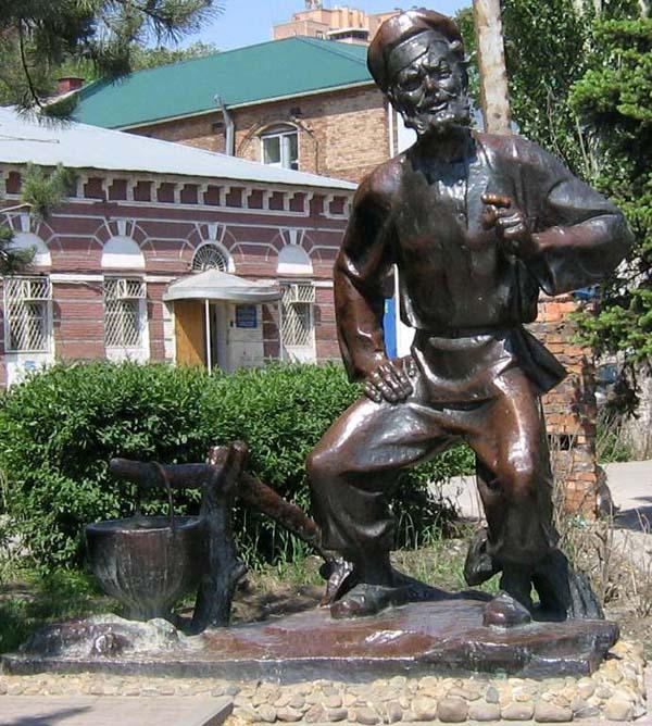 Памятник деду Щукарю в Ростове-на-Дону