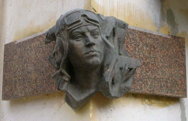 Мемориальная доска Гарееву в Уфе