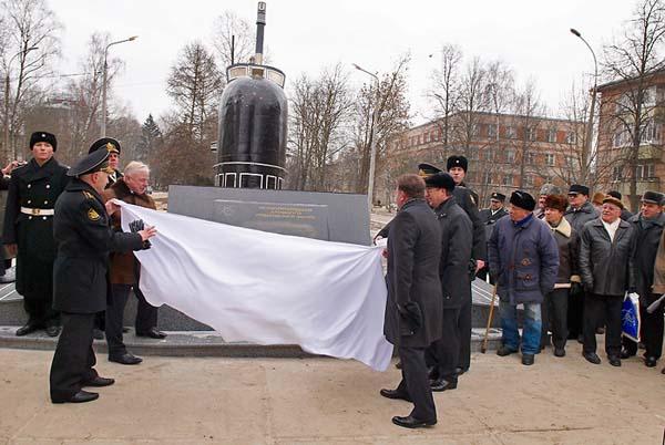 Памятник первопроходцам подводного флота - Обнинск