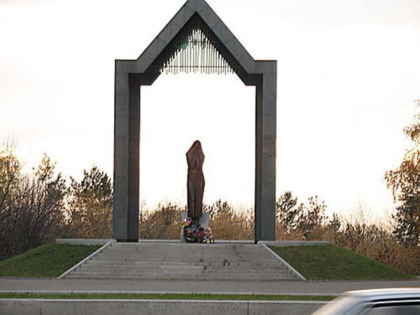 Памятник скорбящей матери - Уфа