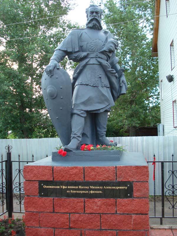 Памятник основателю в Уфе