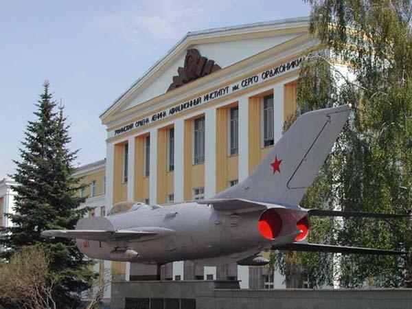 Памятник самолету - Уфа