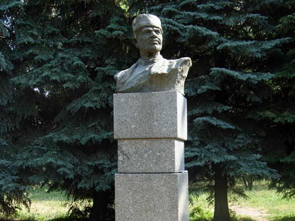 Памятник революционеру в Уфе