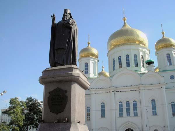 Памятник Дмитрию Ростовскому в Ростове-на-Дону