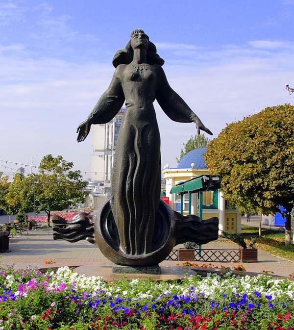 Памятник ростовчанка