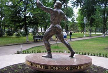 Памятник борцу