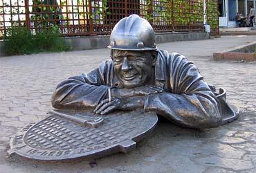 Памятник сантехнику — Омск