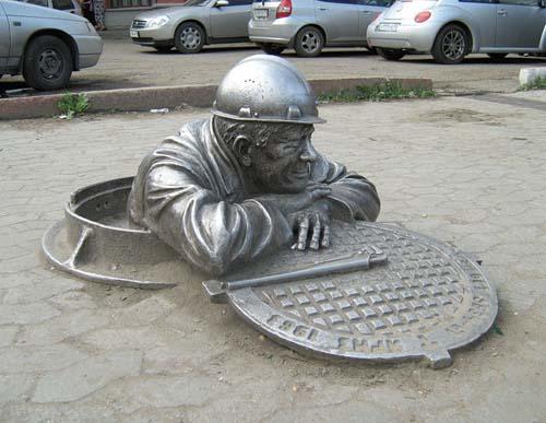 Памятник сантехнику - Омск