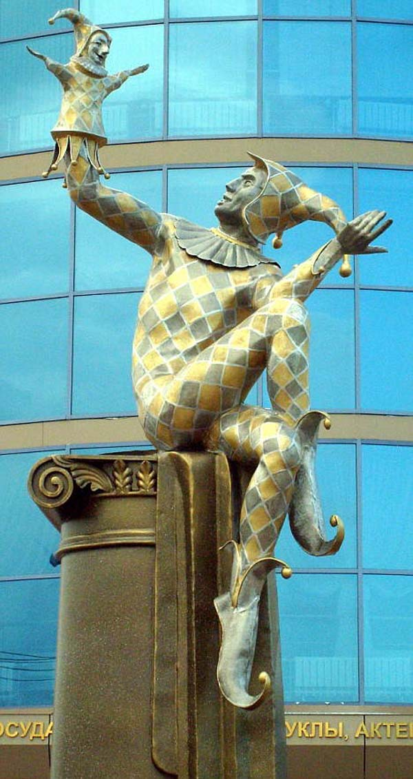 Памятник арлекину - Омск