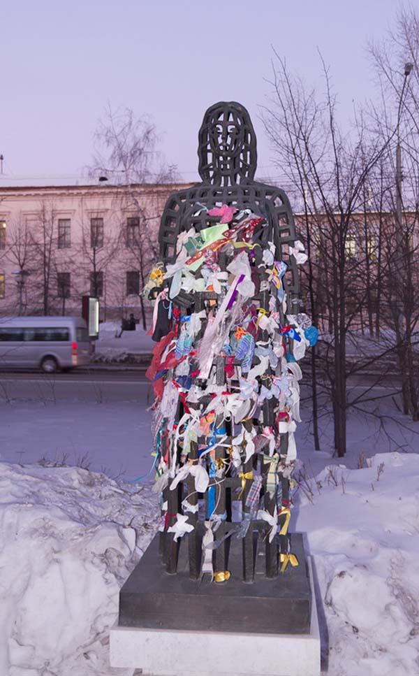 Памятник беременной женщине - Томск