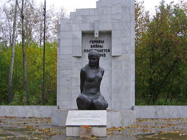 Памятник партизанке Чайкиной Е.И. - Омск
