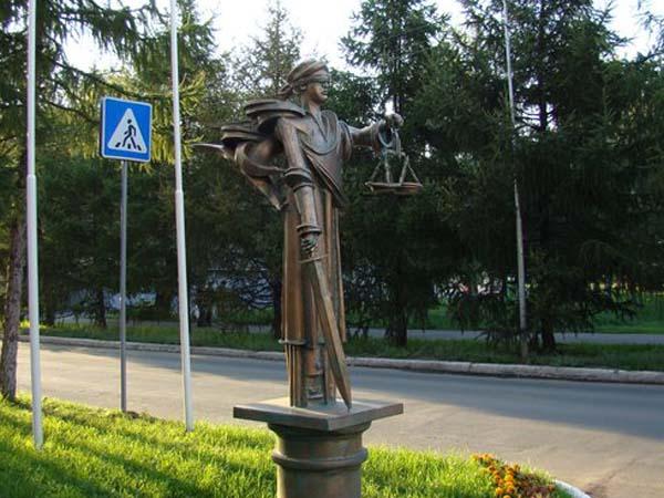 Памятник Фемиде - Омск