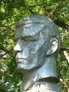 Памятник герою Горячеву В.П. - Омск
