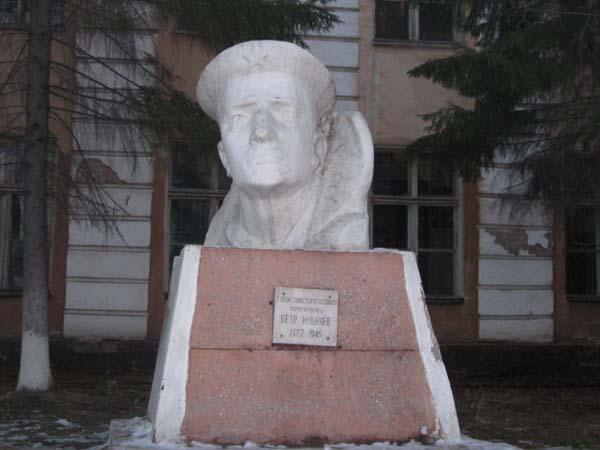 Памятник герою Ильичев П.И. - Омск