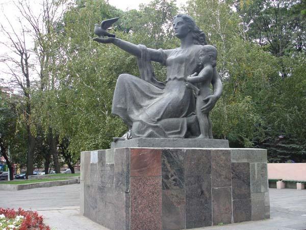 Памятник матери в Ростове
