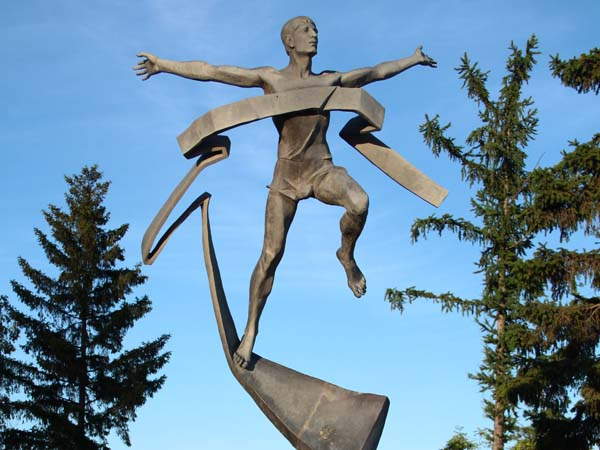 Памятник марафонцу - Омск