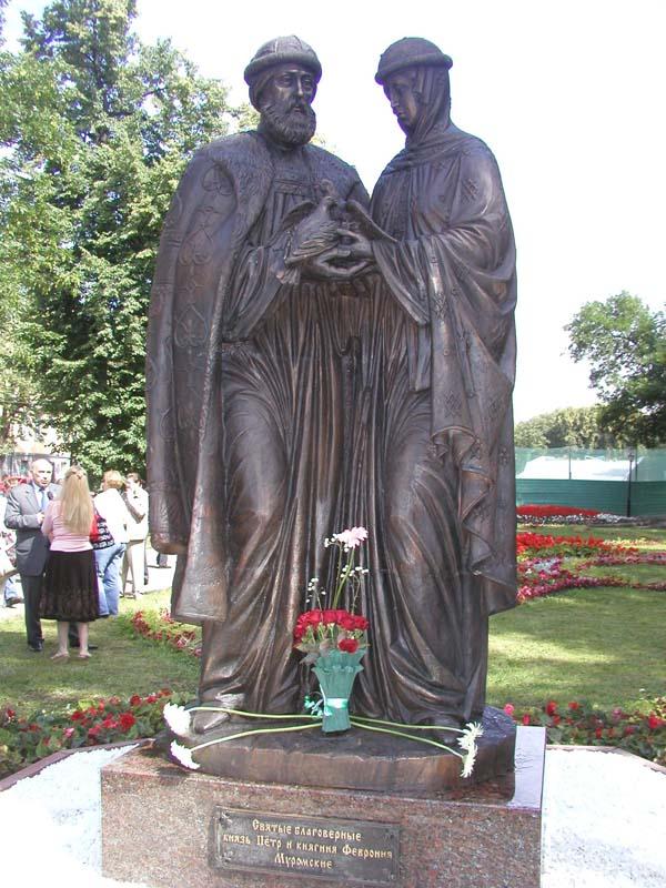 Памятник святым Петру и Февронии - Ярославль