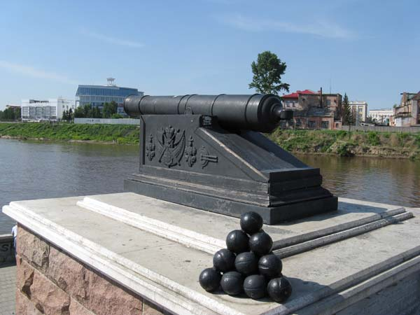 Памятник пушка - Омск