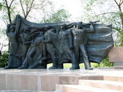 Памятник воинам-речникам - Омск