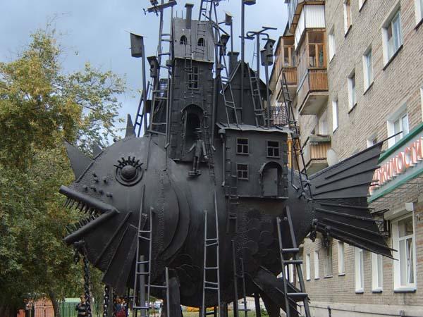 Памятник чудо-юдо-рыба-кит - Омск