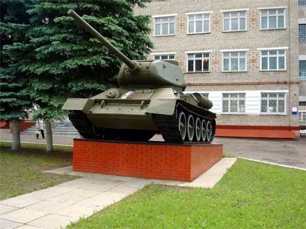 Памятник танку Т-34 - Омск
