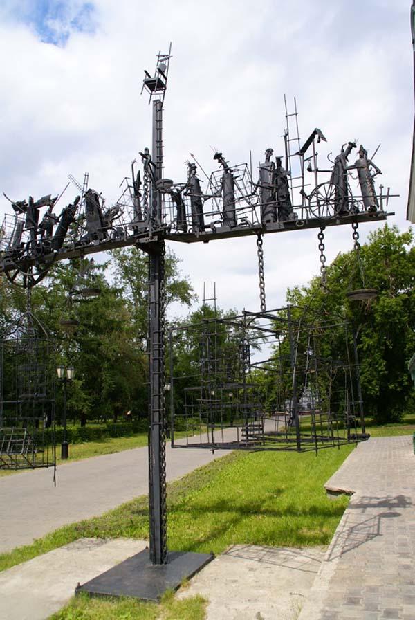 Памятник весы бытия или динамическое равновесие - Омск