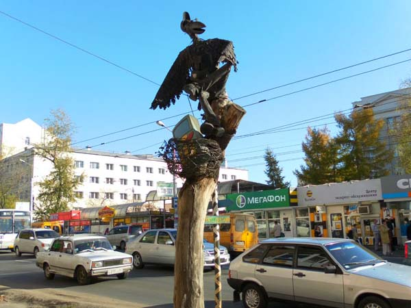 Памятник вороне - Омск