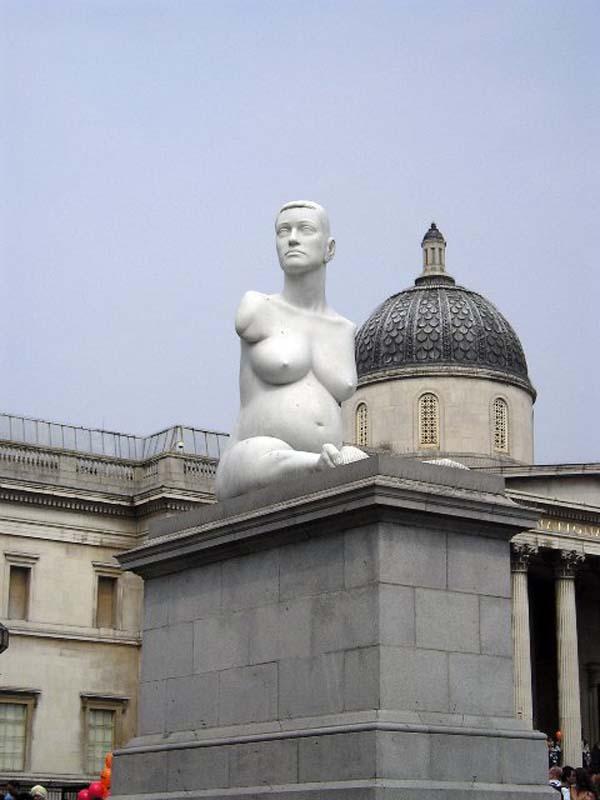 Памятник беременной - Лондон
