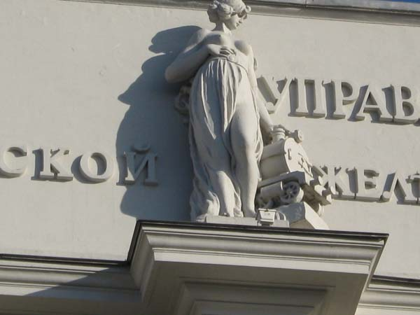 Скульптуры богинь - Омск