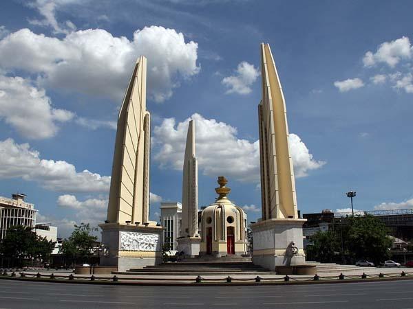 Памятник демократии