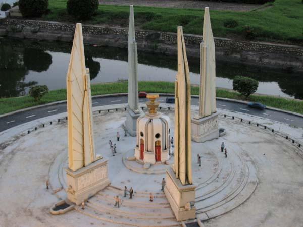 Памятник демократии - Бангкок