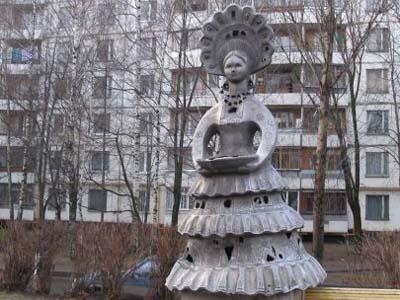 Памятник дымковской игрушке - Москва