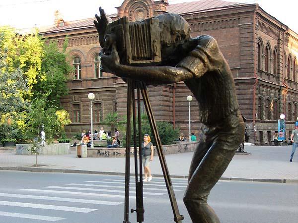Памятник фотографу в Красноярске