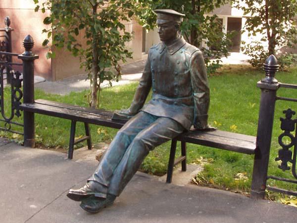 Памятник гимназисту - Москва