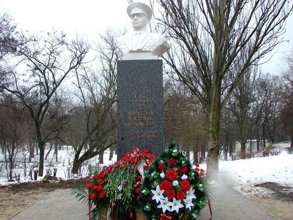 Памятник генералу Маргелову В.Ф. - Херсон