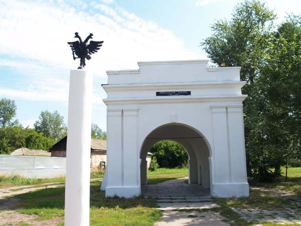 Памятник герб России - Омск