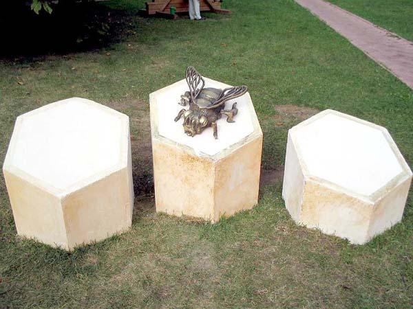 Памятник пчеле - Москва