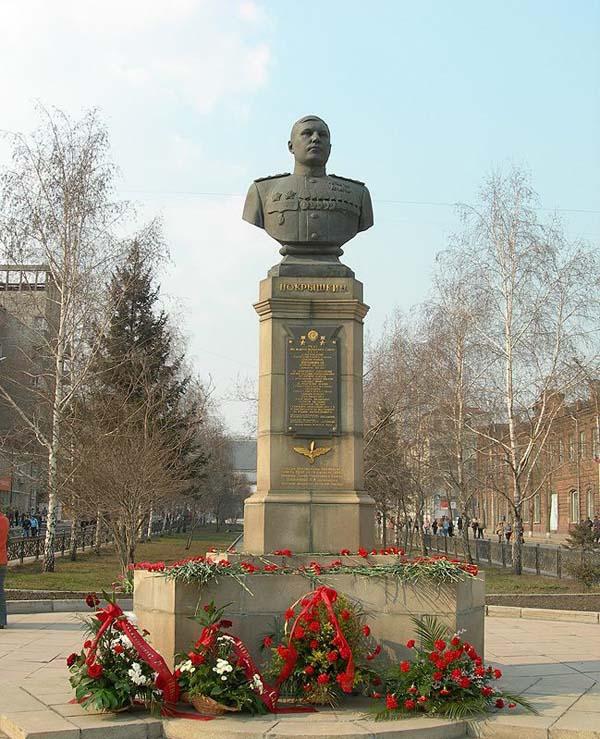 Памятник Покрышкину А.И. - Новосибирск (Красный проспект)