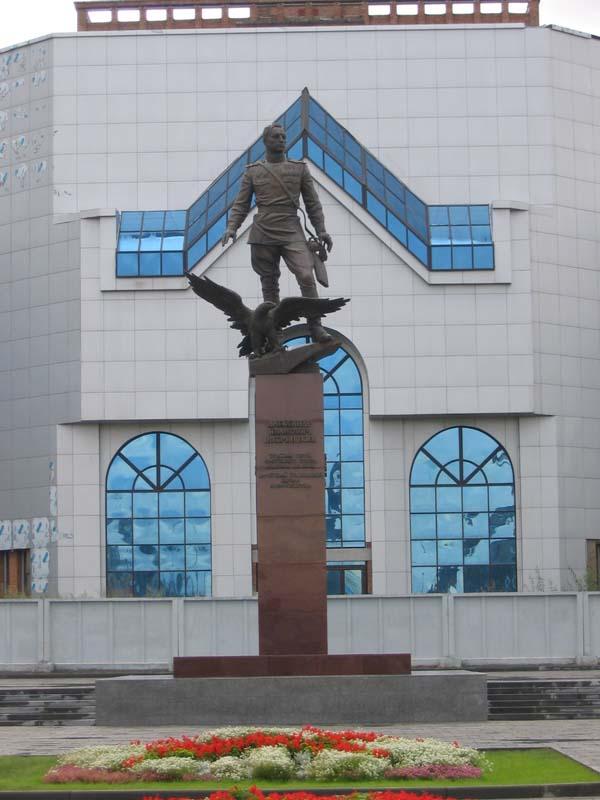 Памятник Покрышкину А.И. - Новосибирск