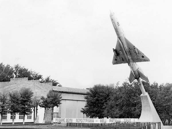 Памятник самолету - Ачинск