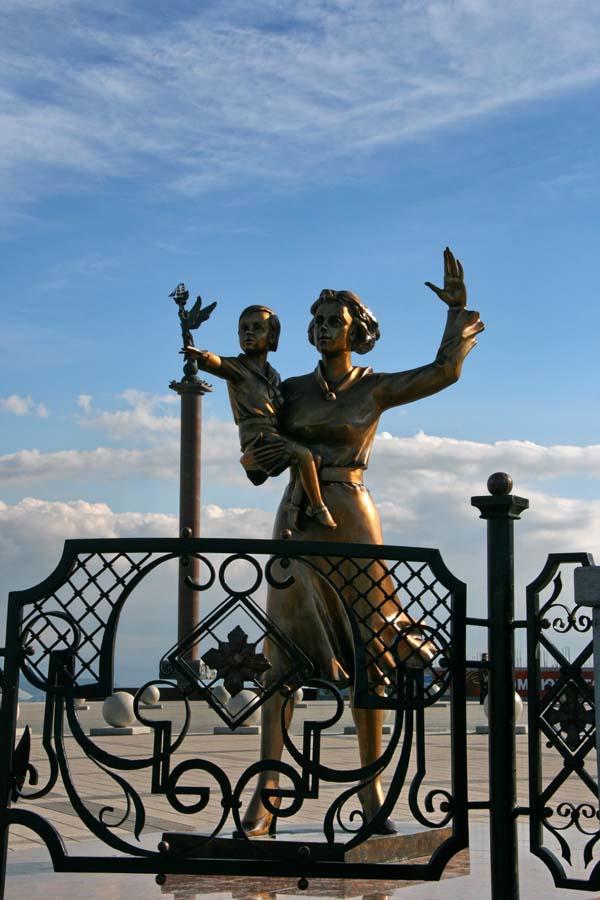 Памятник женам моряков - Новороссийск