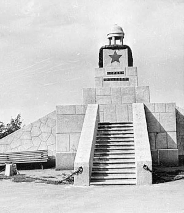 Памятник жертвам восстания - Омск