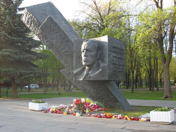 Памятник Карбышеву - Москва